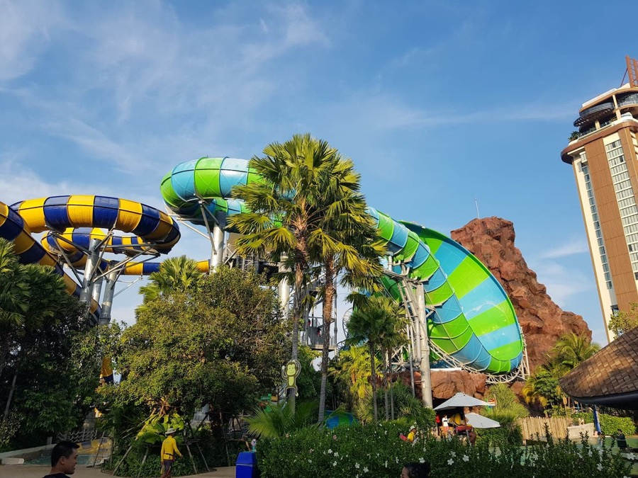 Vana Nava Hua Hin slides, with Holiday Inn