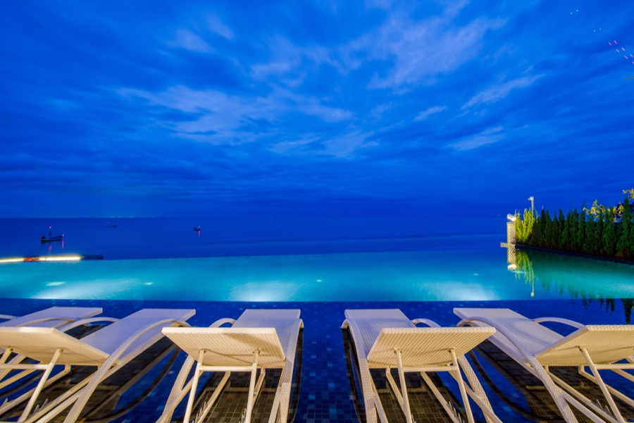 The pool or the sea, which one to swim in?